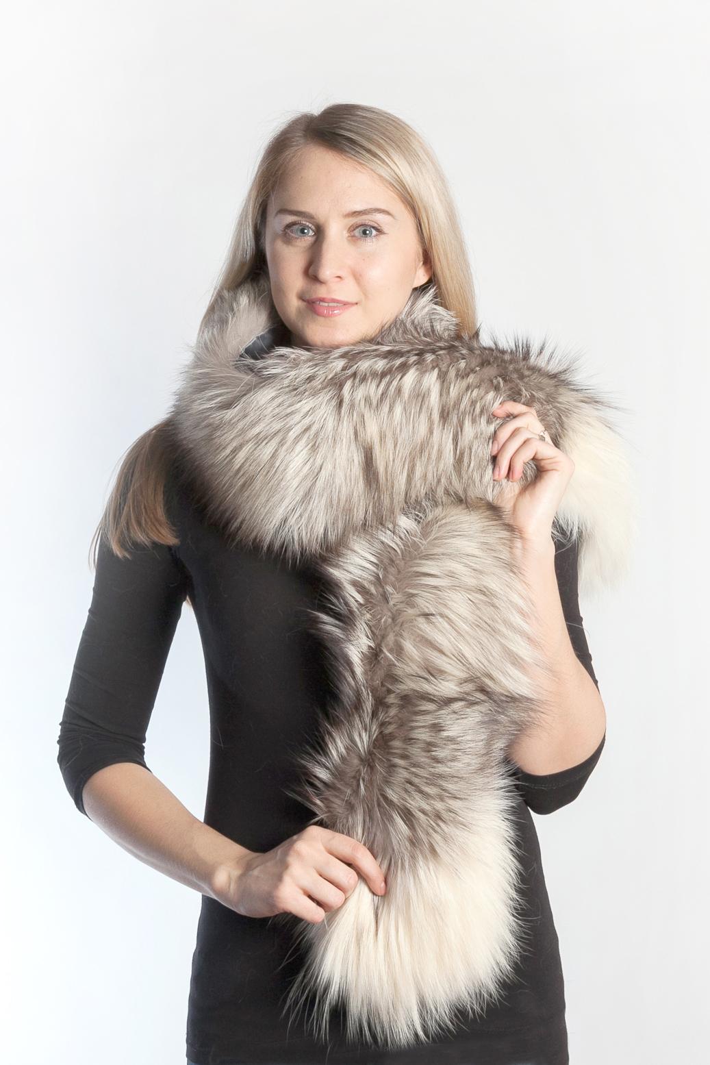 informazioni per 7df32 4abd0 Una sciarpa di vera pelliccia per differenti stili